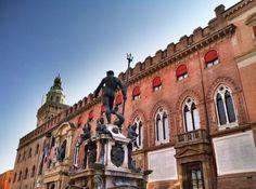 Neptune fountain, Piazza Maggiore, Bologna #Italy - photo by @SuuperG