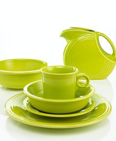 Two favorite things in one; Green and Fiestaware! Casual Dinnerware, White Dinnerware, Dinnerware Sets, Lime Green Kitchen, Fiesta Colors, Kitchen Items, Kitchen Tools, Kitchen Decor, Lemon Grass