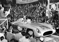 Juan Manuel Fangio ( start number 658 ) about to start at the Mercedes- Benz 300 SLR racing sports car Maserati, Ferrari, Mercedes Benz Modelos, Mercedes Benz 300, Sports Car Racing, Race Cars, Road Racing, Cuba, Carl Benz