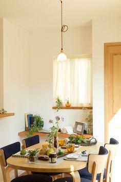会話がはずむ食卓が楽しいし嬉しい。#ダイニング #casaNAGOYA #設計 #商品住宅 #南欧風住宅 #工務店 #タチ基ホーム #名古屋 #愛知 Table Settings, Home, Place Settings, Haus, Homes, Houses, At Home