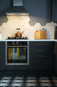 Kitchen Design Inspiration for Your Beautiful Home I'm all about the dark colours right now (or when I'm planning my next home), and the dark kitchen trend is at the forefront for me. Kitchen Colors, Kitchen Flooring, Kitchen Backsplash, Hexagon Backsplash, Kitchen Wall Tiles, Kitchen Wallpaper, Hexagon Tiles, Kitchen Sink, Kitchen Cabinets