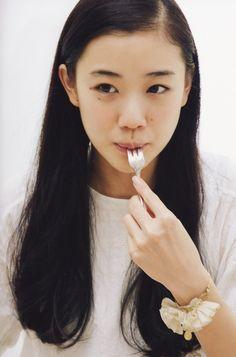 蒼井 優 You Aoi Japanese actress Yu Aoi, Japanese Beauty, Japanese Girl, Asian Beauty, Asian Woman, Asian Girl, Pretty People, Beautiful People, Love Is Scary