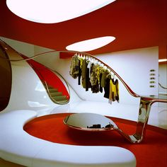 Marni's futuristic flagship store in London's stunning interior designed by London-based Sybarite architects. Futuristic Interior, Futuristic Architecture, Interior Architecture, Futuristic Design, Minimalist Architecture, Retail Interior, Interior And Exterior, Palace Interior, Retro Interior Design