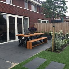 Amazing Landscaping Ideas for Small Backyards Small Backyard Design, Small Backyard Gardens, Backyard Garden Design, Small Backyard Landscaping, Garden Spaces, Back Gardens, Outdoor Gardens, Roof Gardens, Garden Paving