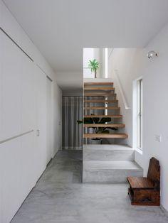 The Corner House in Kitashirakawa by UME Architects