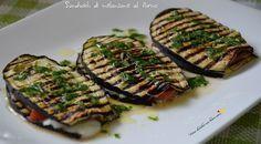Oggi voglio proporvi una gustosissima ricetta vegetariana, anche questa trovata su un giornale di cucina: i sandwich di melanzane al forno!