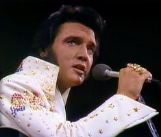 Elvis Aloha From Hawaii, Elvis In Concert, Psychobilly, Photos Du, Belle Photo, Elvis Presley, Classic Hollywood, My Images, Rockabilly