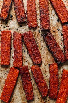 Easy Tempeh Bacon | Minimalist Baker Recipes Baker Recipes, Vegan Recipes, Vegan Snacks, Vegan Food, Free Recipes, How To Make Tempeh, No Bake Sugar Cookies, Tempeh Bacon, Vegetarische Rezepte