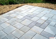 When looking for bluestone pavers for your patio or landscape you need a reliable supplier. We'll show you what to look for in your supplier and pavers. Outdoor Patio Pavers, Diy Patio, Backyard Patio, Patio Stone, Patio Privacy, Budget Patio, Patio Plants, Concrete Patio, Patio Table
