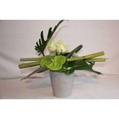 art floral | composition florale moderne,bouquet rond, bouquet traditionel, bouquet ...                                                                                                                                                      Plus Ikebana Arrangements, Modern Floral Arrangements, Small Flower Arrangements, Art Floral, Deco Floral, Floral Design, Home Flowers, Small Flowers, Fleur Design