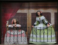 Meninas al balcon Madrid (Paseo del Prado)