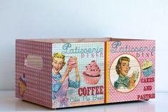 Patisserie Coffe. Cajas de madera maciza decoradas en decoupage por El Piojito. www.elpiojito.es
