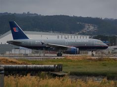 United A319 N837UA in position for 1R
