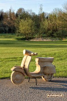 Vespa, Material: Fichte  #motorsäge #holz #carving #vespa #motorcycle #roller #oldtimer #schnitzen #motorsäge #motorsagla #austria #motorsägenschnitzen #almtal