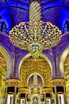 www.famaser.com www.new.famaser.com Chandelier at The Sheikh Zayed Grand Mosque, Abu Dhabi