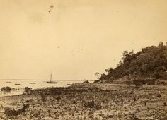 New road and causeway, Fort Hill on right, Government Schooner Flying Cloud in harbour 1870 Darwin, Paris Skyline, Australia, Clouds, History, Travel, Historia, Viajes, Destinations
