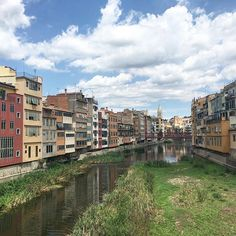 Day 4: where I live (for now ✈️) is #girona #spain. A beautiful city with rich history and lovely people. #augustbreak2017 #lifeisanadventure #slowtravel #cityliving #catalonia #catalunya #rioonyar