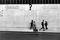 Lee Friedlander y su sorprendente habilidad para hacernos mirar las cosas que vemos todos los días con otros ojos. Un grande de la Fotografía de calle.
