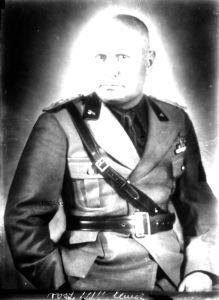 Benito Mussolini - 1937 di Ghitta Carell