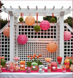 Mesa rosa con bolas chinas