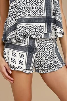 MATCHING SET IDEA / The True of Heart Blue and White Print Shorts are purely adorable! Lightweight, woven rayon shorts, in a blue and white print, have a high waist, and flirty cut. Cute Shorts, Short Shorts, Soft Pants, Summer Essentials, Black N White, High Waisted Shorts, Printed Shorts, Star Fashion, Short Dresses