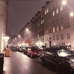 비내리는 #코펜하겐 #밤거리 #불금 인데도 거리는 너무나도 한산함. #은은한조명 #축축한거리 #감성돋는 #밤