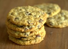 Thin, Chewy Dairy-Free Chocolate Chip Oatmeal Cookies | Baking Bites | Bloglovin'