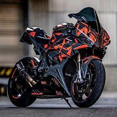 Motorcross Bike, Bobber Motorcycle, Cool Motorcycles, Bike Bmw, Moto Bike, Futuristic Motorcycle, Futuristic Cars, Cool Sports Cars, Cool Cars