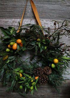 Une couronne de Noël aux touches orangées - Marie Claire Maison