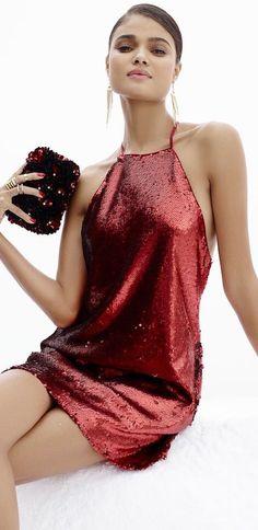 Pretty red color sparkle dress.