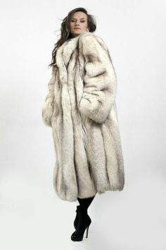 White Fox, Blue And White, Fur Coat Fashion, Fox Fur Coat, Fur Jacket, Style Guides, Beautiful Women, Clothes For Women, Furs