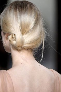 Knotted bun updo #blonde