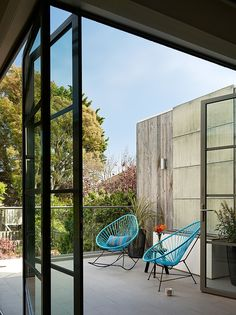 Noe Valley Residence by Feldman Architecture / San Francisco, CA, USA Indoor Outdoor Living, Outdoor Rooms, Outdoor Chairs, Ok Design, House Design, Design Ideas, Architecture Details, Interior Architecture, Exterior Design