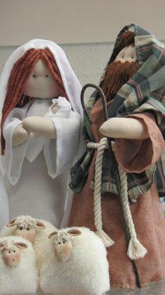 Sagrada Familia Grande Christmas Nativity Scene, Primitive Christmas, Rustic Christmas, Christmas Time, Shabby Chic Christmas, Christmas Sewing, Felt Decorations, Christmas Decorations To Make, Felt Crafts