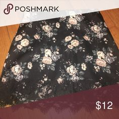 Floral skirt Mini floral skirt with lace trim bottom! Really cute and great condition! Size small Forever 21 Skirts Mini