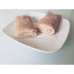Crepe de farinha integral com queijo e fiambre