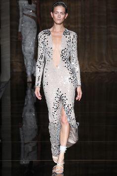 Julien Macdonald Spring 2014 Ready-to-Wear Fashion Show