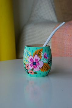 Painted Flower Pots, Painted Pots, Hand Painted, Decoupage, Ceramic Boxes, Clay Pots, Bottle Crafts, Diy And Crafts, Shabby