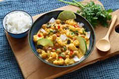 Recette - Curry végétarien de chou fleur rôti et pois chiches | 750g Veggie Recipes, Vegetarian Recipes, Healthy Recipes, Healthy Food, Pizza Lover, Greens Recipe, Falafel, Macaroni And Cheese, Good Food