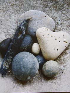 I collect heart-shaped rocks.this one is lovely. Heart Shaped Rocks, Heart In Nature, Heart Art, In Natura, Pebble Stone, Pebble Art, I Love Heart, Love Rocks, Sticks And Stones