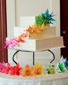 origami wedding cake with cranes  Make origami map roses for cake!