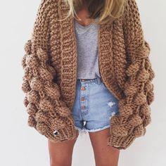 #mulpix #ootd via @ritamargari 🐑🐑🖤 #handmade #fashion #knit #oversize #fluffy #cozy #chunky #cardigan #unique #style #fashionista #fashionblogger #statement #styling #streetstyle #streetfashion #stylish #ootd #shop #mumshandmade #theoriginal