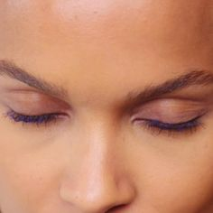 Color Contouring Your Lashes: Recreate these gorgeous lashes inspired by the fall 2017 runways using L'Oréal Paris Voluminous Lash Primer and Voluminous Original Mascara in both black and blue.