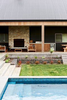 Australian firm Dan Gayfer Design has designed Ceres House, somewhat inspired by American Ranch style architecture. Cottage Interiors, Rustic Interiors, Australian Architecture, Modern Architecture, Gable House, Modern Ranch, Modern Pools, Luxury Pools, Shed Homes