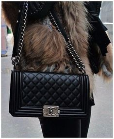 Легендарная стеганая сумка от Шанель. 0