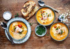 Solgul fisksoppa med saffran och räkor Pesto, Good Food, Ethnic Recipes, Healthy Food, Yummy Food