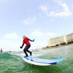 おっとっと  GWでちびっ子サーファー急増中 落ちそうで落ちないお茶目ショット #沖縄#サーフィン#サーフィンスクール#シーナサーフ#キッズサーファー#初サーフィン#恩納村#真栄田岬#GW#体験サーフィン #okinawa#onnason#seanasurf#surfingschool#kids#surflessons#longboard#firsttime
