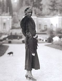 Born Freda Josephine McDonald in 1906, Josephine caused a splash on the 1920′s Parisian scene, thanks to her enthusiastic dance moves and unparalleled beauty. She made her French debut at Théâtre des Champs-Élysées with La Revue Nègre, an act where she performed a Danse Sauvage dressed in nothing but a feather skirt. Her moves had magic in them–she was an overnight sensation and in 1927, she was the highest paid entertainer in Europe.
