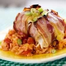 Baconlindad torsk med mexikanskt ris – Tasteline