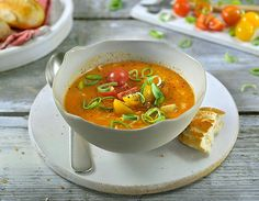 A delicious vegetarian soup, bursting with fresh vegetables. Using the Philips SoupMaker, you can have your soup on the table in just 20 minutes. Cheesy Potato Soup, Tomato Vegetable, Vegetarian Soup, Hot Soup, Chicken Noodle Soup, Fresh Vegetables, Soup Recipes, Chef Recipes